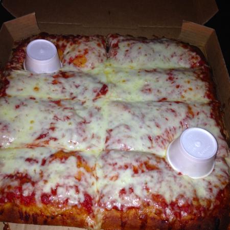Nicky's Pizzeria: Sicilian pie <3