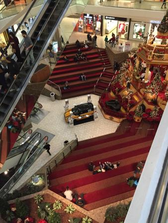 Stamford, CT: WEIRD MALL CENTER AND CONFUSING LAYOUT! DONT GO HERE!!!