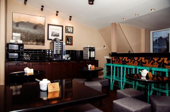 Sky Hotel: Зона кафе