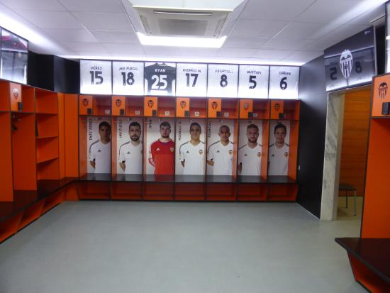 Dressing room picture of estadio de mestalla valencia for Photo de dressing