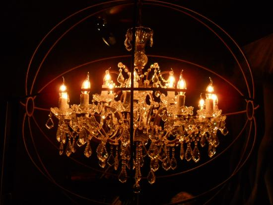 """St. Petersbourg Hotel: a """"designer"""" chandelier in the stairs"""