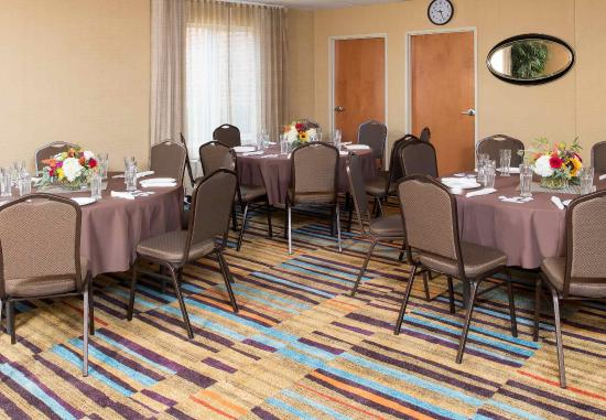 Reynoldsburg, OH: Meeting Room - Rounds Setup
