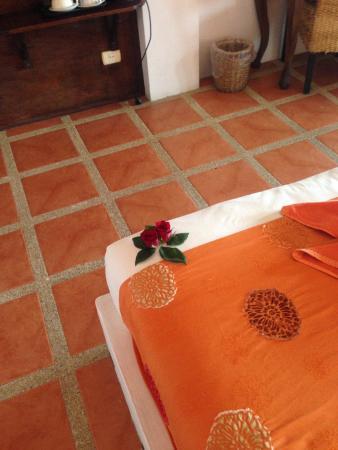 L' Hacienda: Chambre décorée