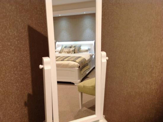 The Redgarth: Bedroom mirror