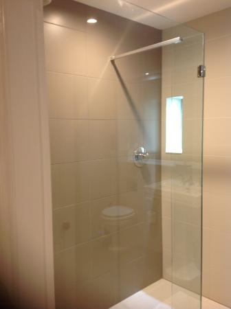 The Redgarth: Shower but no bath