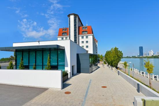 Hilton Vienna Danube Waterfront: Other Hotel Services/Amenities