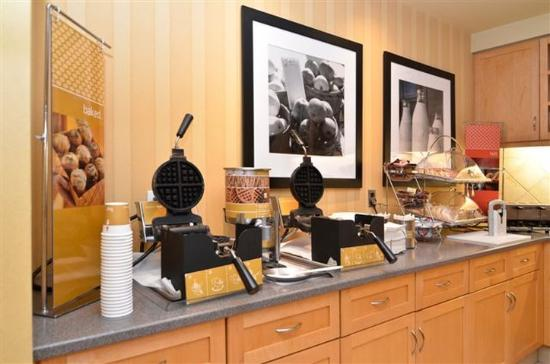 Hampton Inn & Suites Langley Surrey: Breakfast Bake Zone