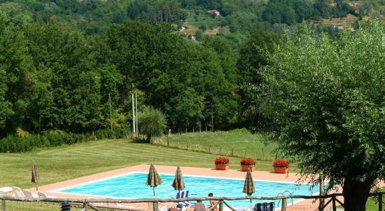 Castiglione di Garfagnana, Italien: Piscina Tramonti