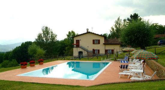 Castiglione di Garfagnana, Italien: Abitazione Tramonti con piscina