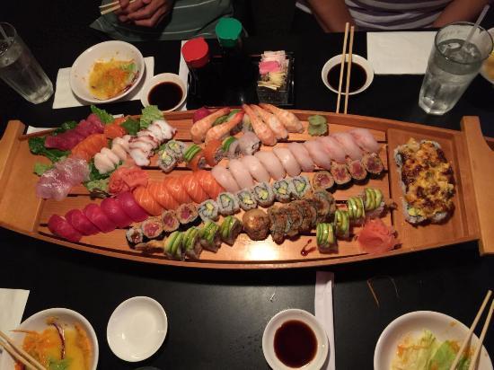 Yu-Mi Sushi Japanese Restaurant: Ship for 4