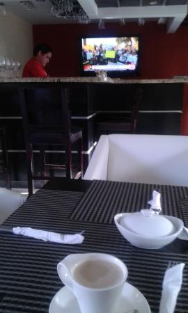 Wayak Hotel & Suites: Restaurant and breakfast