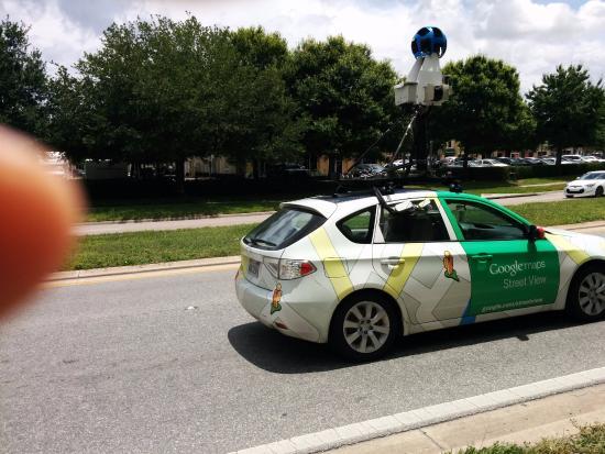 La Quinta Inn & Suites Orlando South: carro do google maps passou pelo quarteirão do hotel