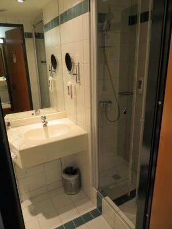 Mercure Hotel Duesseldorf Ratingen: bathroom