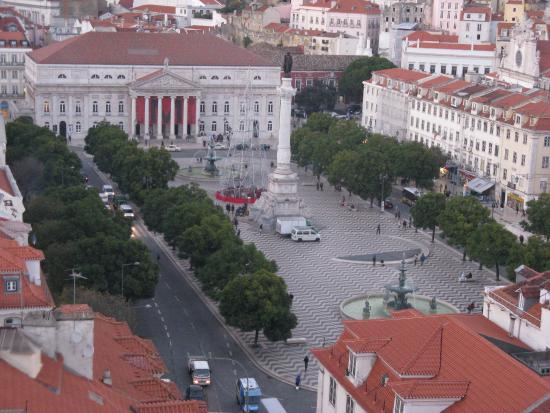 Monte Belvedere by Shiadu : Vista su Praca Rossio,da Santa Justa, Lisbona