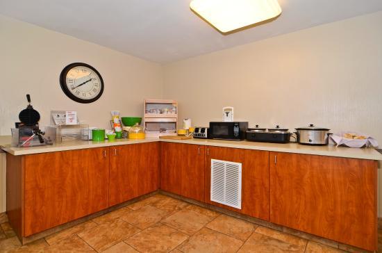Best Western Oak Meadows Inn : Breakfast Area