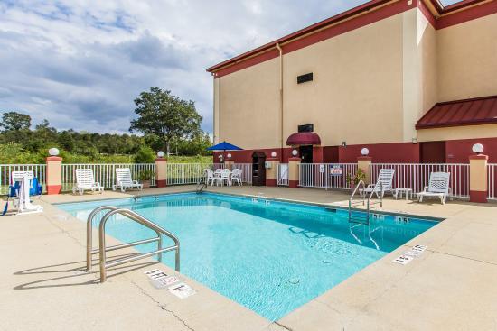 Lincoln, AL: Pool