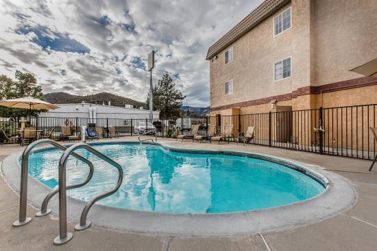 Comfort Inn Yreka: Pool
