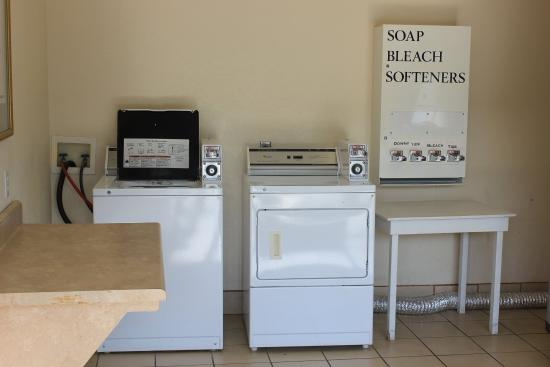 Quality Inn Medical Center Area: Guest Laundry