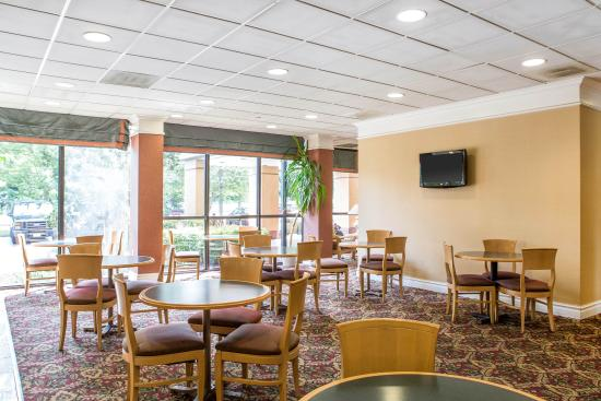Select Inn: Breakfast area