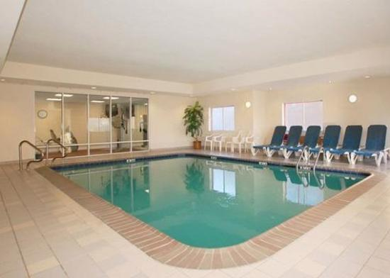 Quality Suites: Pool