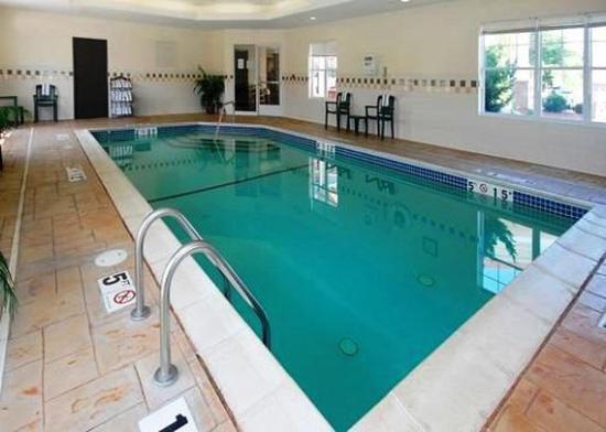 Econo Lodge Hadley: Pool
