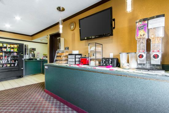 Econo Lodge Madison: Breakfast area