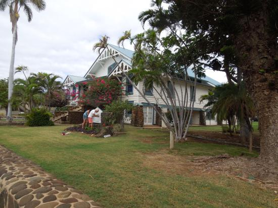 the grounds sign painting almost done picture of lahaina united rh tripadvisor com