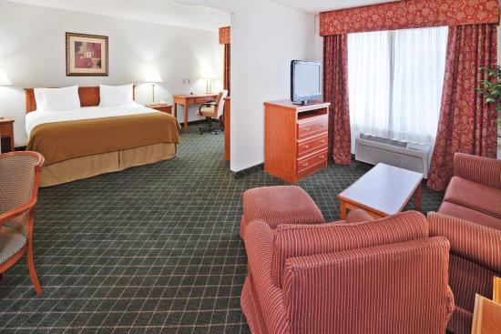 Holiday Inn Express Chickasha : Suite