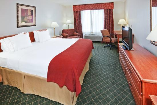 Holiday Inn Express Chickasha : King Bed Guest Room