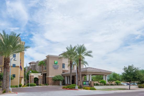 Holiday Inn Express Hotel & Suites Phoenix-Glendale: Hotel Exterior