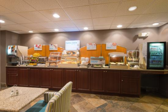 Wheat Ridge, Κολοράντο: Join us for breakfast at our Breakfast Bar