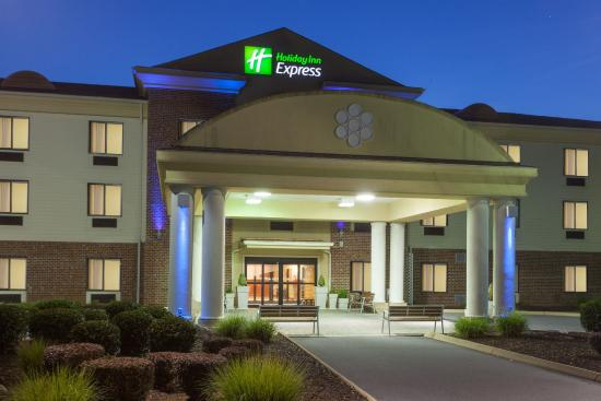 Holiday Inn Express Charles Town: Entrance