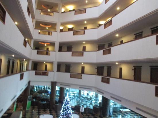 Sri U-Thong Grand Hotel: ภายในบริเวณโรงแรมครับ