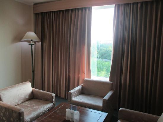 Sri U-Thong Grand Hotel: มีชุดรับแขกให้ห้องพักด้วยครับ