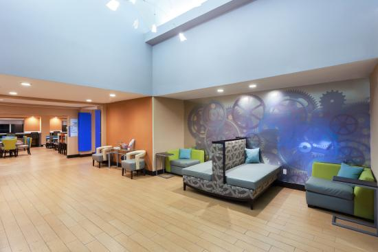 Mebane, Carolina del Norte: Relax in our Lobby Lounge