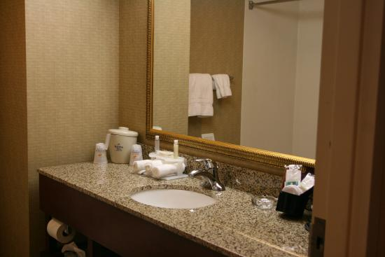 วิลมิงตัน, โอไฮโอ: Guest Bathroom