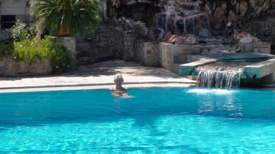 Oasis Hotel Apartments: бассейн