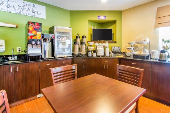 Sleep Inn Airport : Breakfast Area