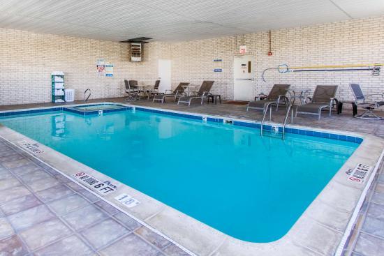 Sleep Inn Airport : Pool