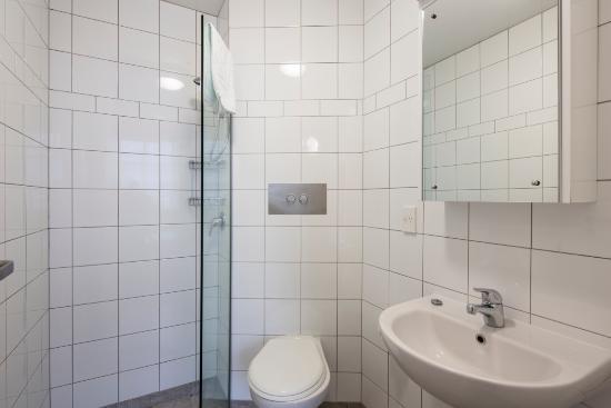 Ibis Styles Invercargill : Bathroom