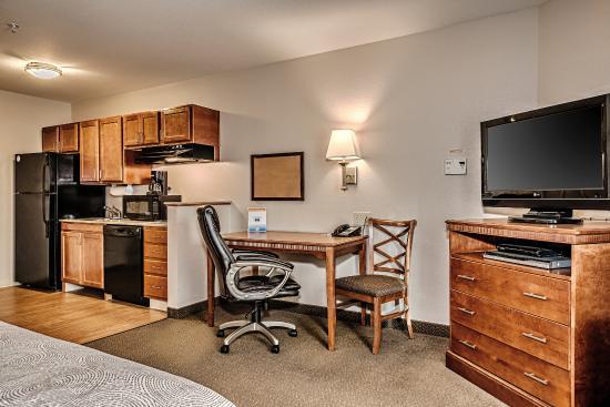 Oak Harbor, WA: One Queen Bed Studio Suite