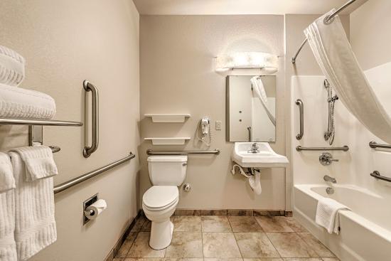 Oak Harbor, WA: ADA Bathroom