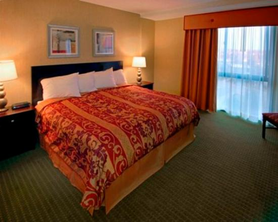 University Plaza Hotel and Convention Center: University Plaza King Suite
