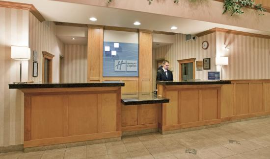 Vernon, Kanada: Our friendly staff welcome you warmly  to our city and hotel.