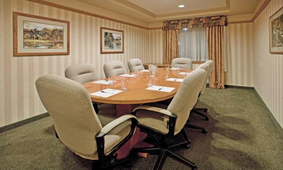 ‪‪Vernon‬, كندا: Boardroom ideal for small meetings of 6 - 8 people.‬