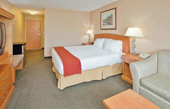 Holiday Inn Express Hotel & Suites Vernon: Standard King  provides ample room for travelling business people.