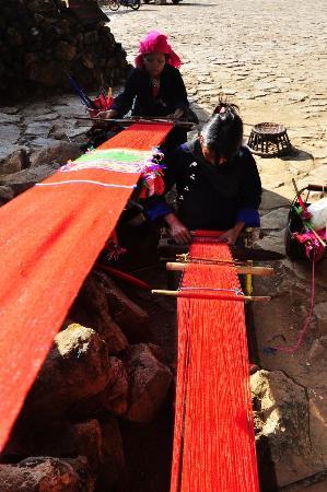 Cangyuan County, Cina: 当地村民手工织布