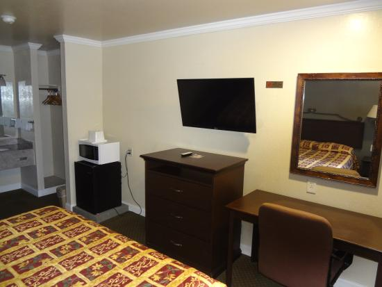 Motel 6 Gilroy Outlet Center: Guest Room