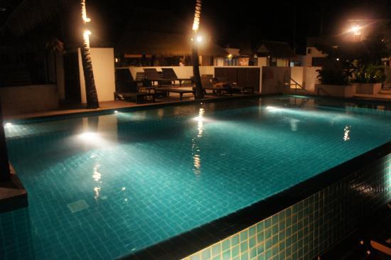 Mimosa Resort & Spa: Pool view at night