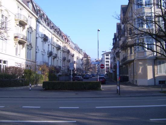 Lady's First Design Hotel : la via dell'hotel